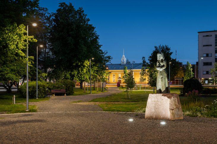 Valaistus elävöittää kaupunkikuvaa Loimaalla